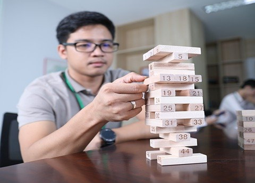 How to play numbered Jenga with 4 dice