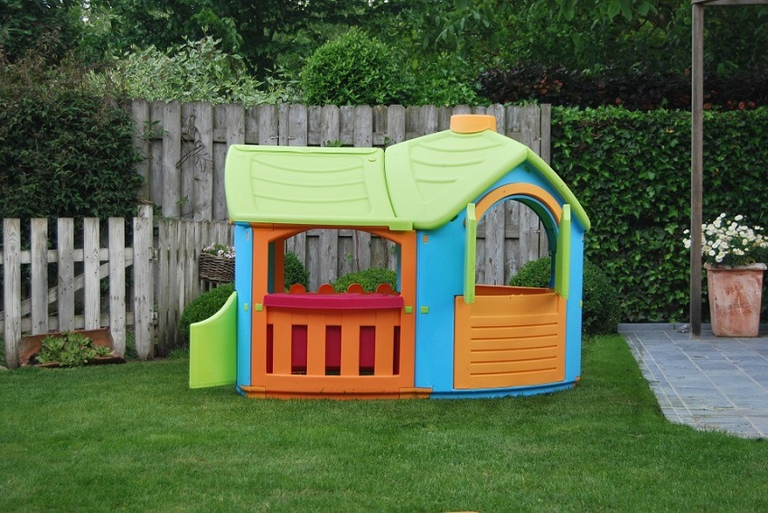 best plastic outdoor playhouse children like to play with
